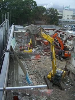 大規模解体工事の様子